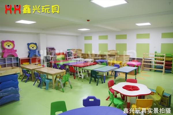 幼儿园彩色家具