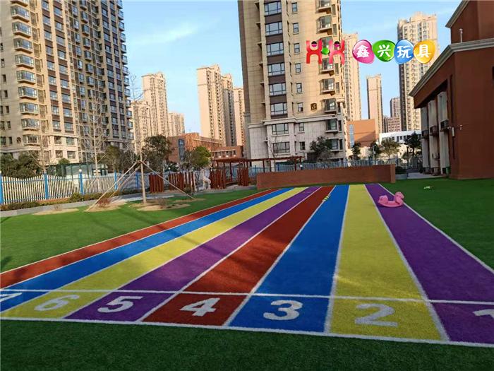 彩色草坪跑道
