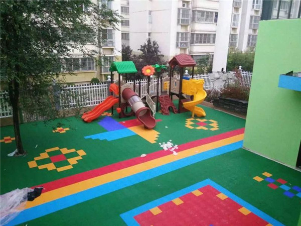 幼儿园草坪