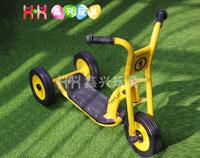 儿童三轮踏板车
